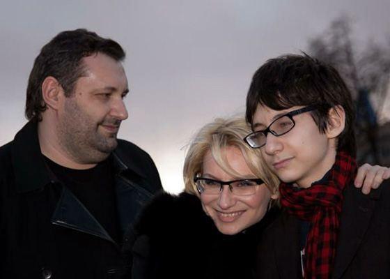 Эвелина Хромченко с сыном и мужем