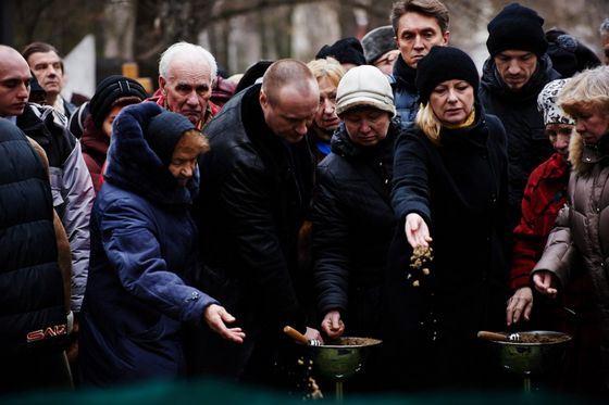 Елену Образцову похоронили на Новодевичьем кладбище в Москве