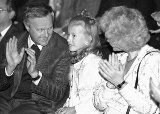 Ксения Собчак в детстве с родителями