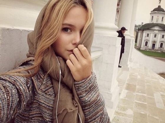 Стефания Маликова выкладывает свои фото в instagram