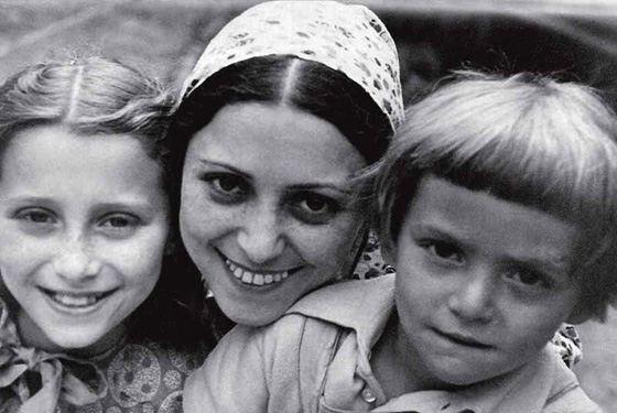 Семья Маи Плисецкой: с мамой и братом