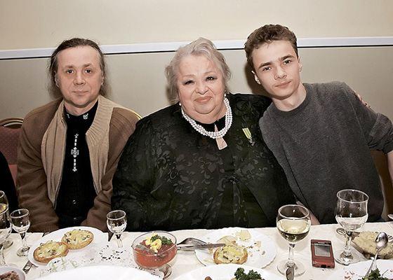 Наталья Крачковская с сыном Василием и внуком Володей