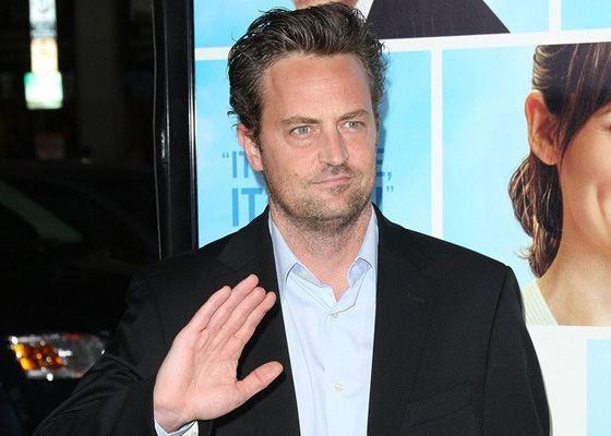 У Мэттью Перри нет части среднего пальца на правой руке