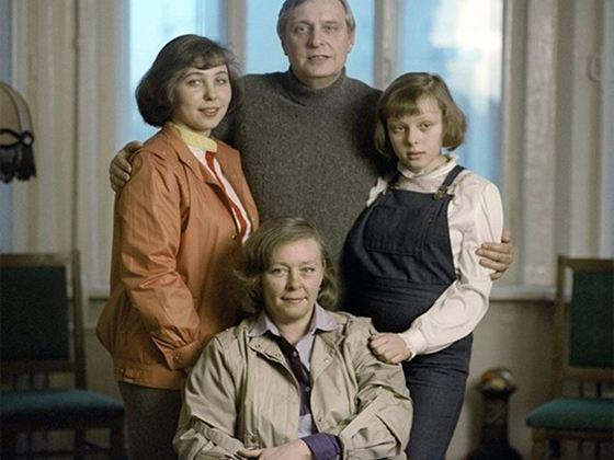 Олег Басилашвили с женой Галиной Мшанской и детьми