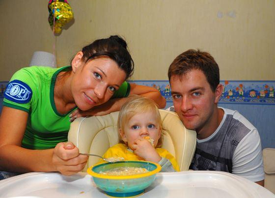 Екатерина Волкова с дочерью и мужем
