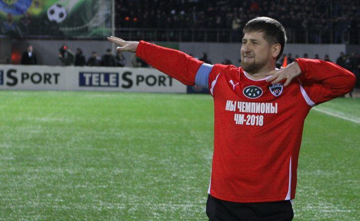 Кадыров танцует лезгинку в перерыве матча