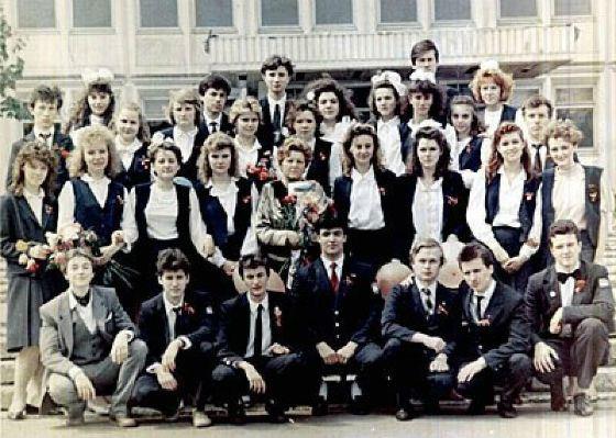 Безруков с одноклассниками (Сергей первый слева в нижнем ряду)