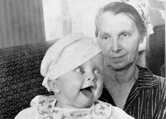 Детское фото Ивана Охлобыстина с бабушкой