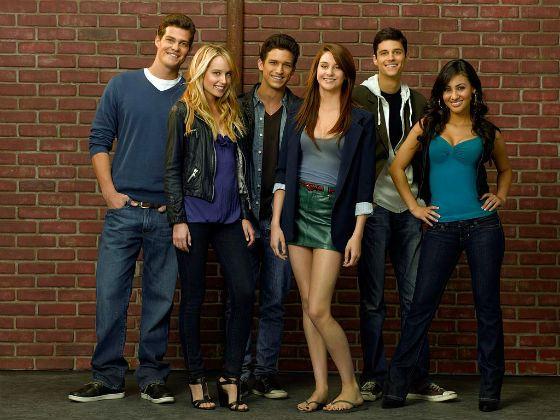 Звезда сериала «Тайная жизнь американского подростка» Шейлин Вудли (в центре)