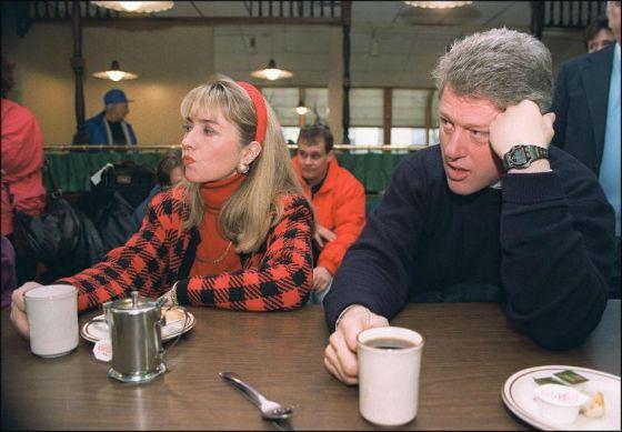 Супруги Клинтон после судебного разбирательства