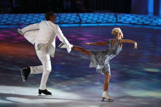 Выступление Ковальчук и Костомарова на шоу «Ледниковый период»
