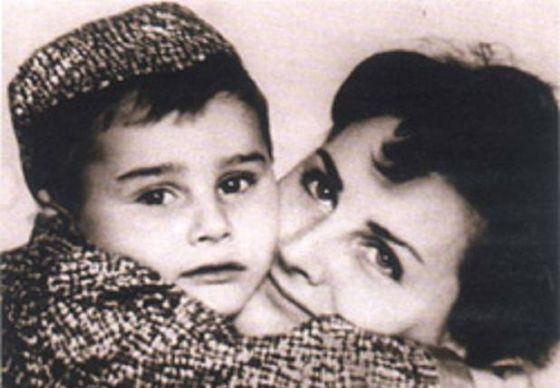 Первая жена Говорухина Юнона Карева с сыном Сергеем