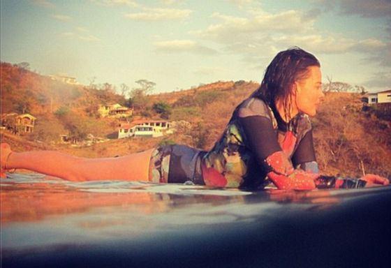 Как истинная австралийка, Марго Робби обожает серфинг