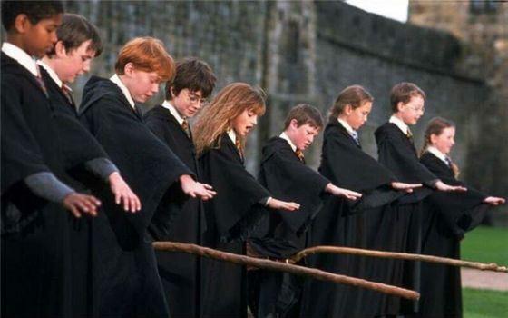 Гарри Поттер приручает метлу