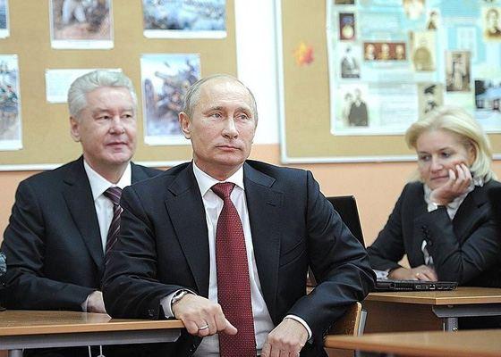 Ольга Голодец, Владимир Путин и Сергей Собянин в школе