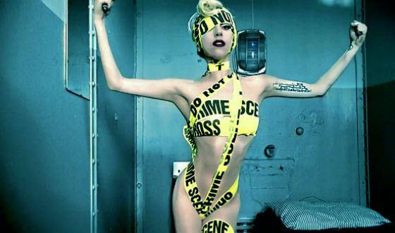 Кадр из клипа Леди Гага («Telephone»)