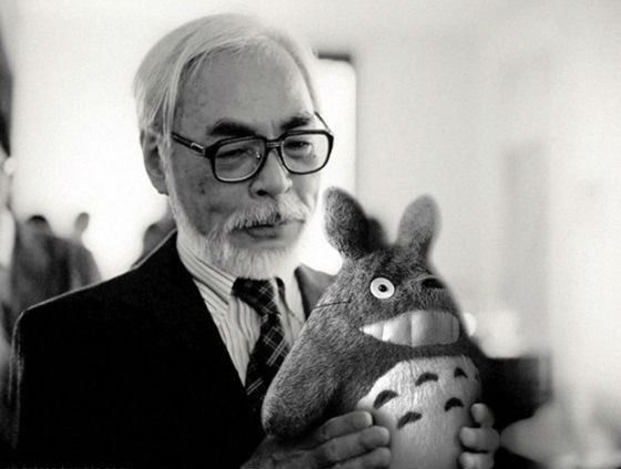 Хаяо Миядзаки и плюшевый Тоторо, персонаж одноименного аниме