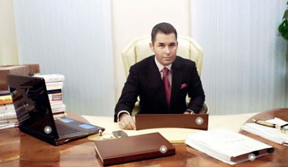 Адвокатскую деятельность Павел Астахов ведет с 1991 года