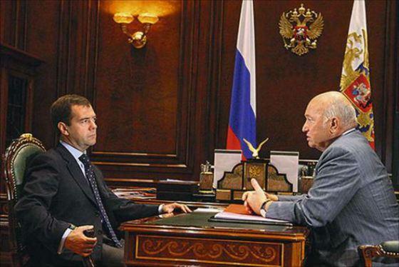 В 2010 году Дмитрий Медведев отправил Юрия Лужкова в отставку