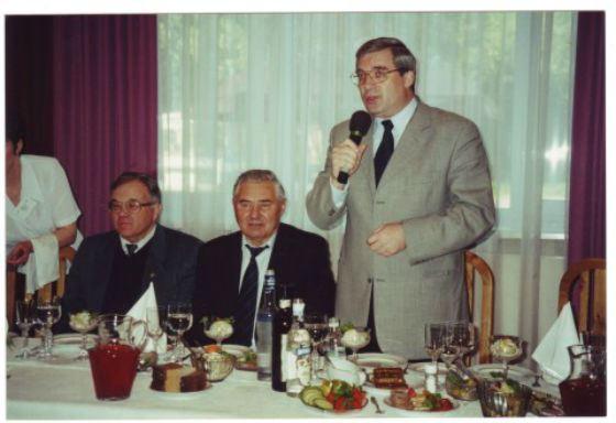 2001 год: Виктор Толоконский на фото справа