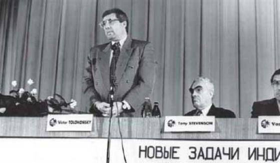 1994 год: Виктор Толоконский на молодежном форуме в НГУ