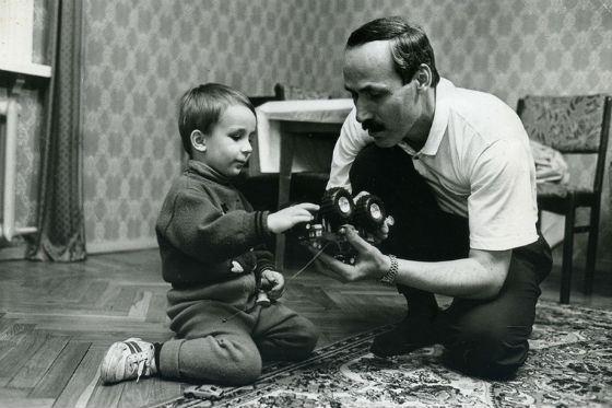 Рамазан Абдулатипов с сыном (90-е годы)