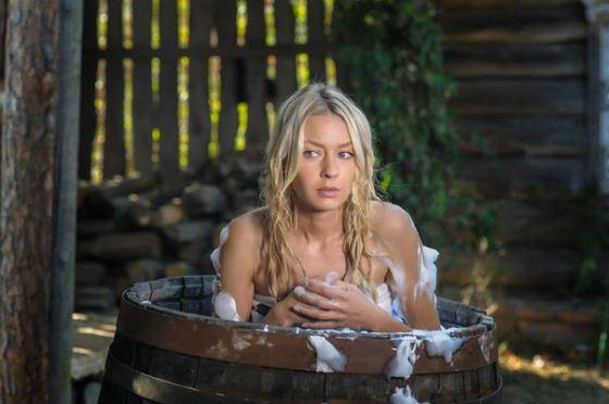 В 2016 Евгения Лоза также снялась в украинском сериале «Ведьма»