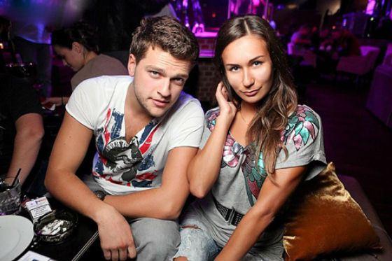 На фото: Кирилл Нагиев и его девушка, Юлия Мельникова