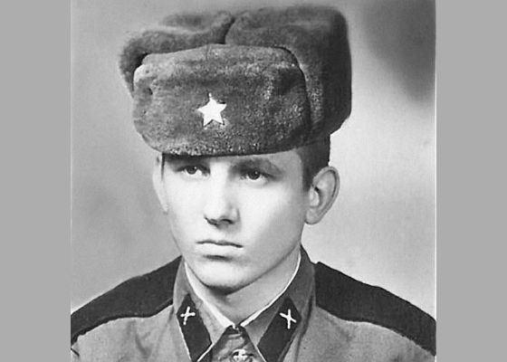 Молодой Юрий Лоза в армии