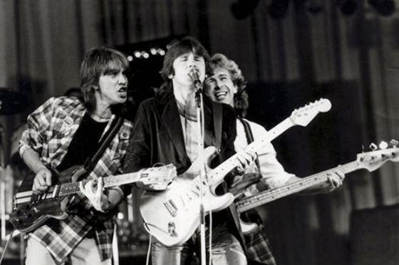 Первой песней, которую сыграл Юрий Лоза, была «Girl» The Beatles