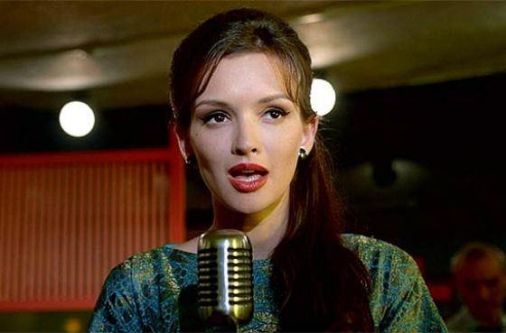 Паулина Андреева в роли певицы Дины («Оттепель»)