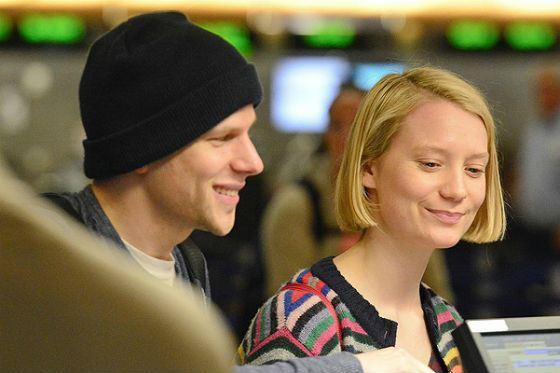 В 2015 году Джесси Айзенберг встречался с Мией Васиковски