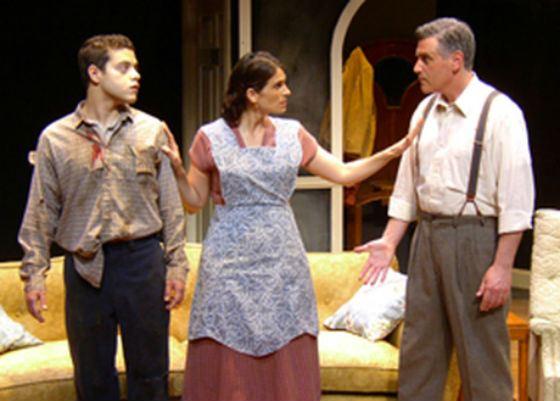 Как и многие актеры, Рами Малек начинал с театральных постановок
