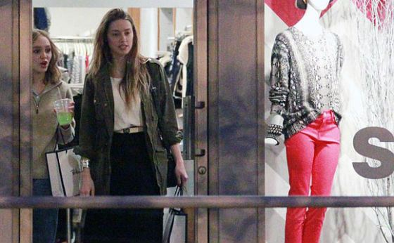 Лили-Роуз Депп и Эмбер Херд вместе ходят по магазинам