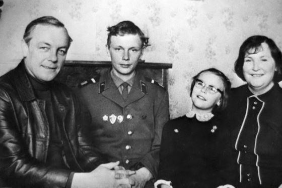 Кирилл Лавров с женой и детьми