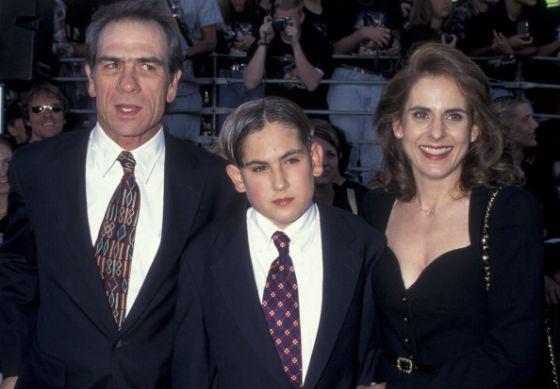 Томми Ли Джонс с бывшей женой и сыном Остином
