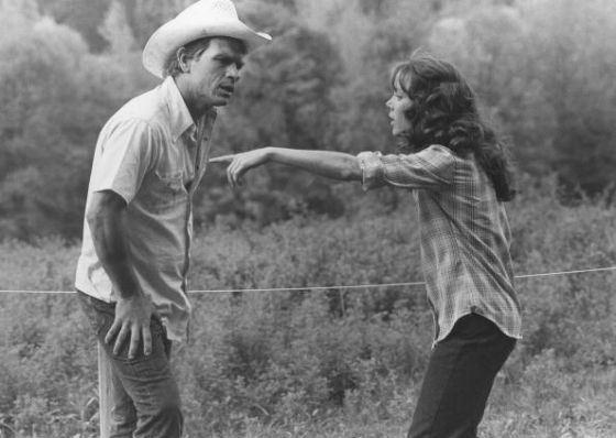 Томми Ли Джонс на съемках фильма «Дочь шахтера»