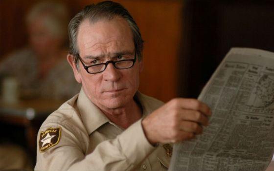 «Старикам тут не место»: Томми Ли Джонс в роли шерифа Эда Белла