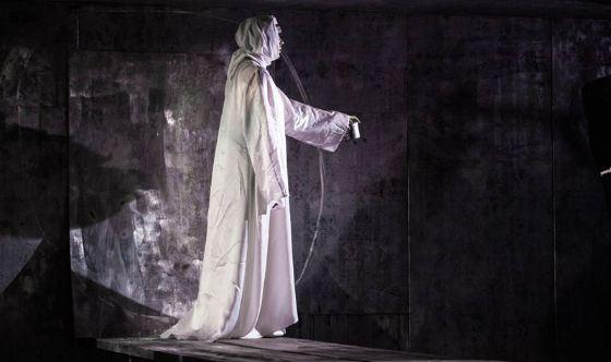 Яна Троянова в роли панночки («Вий», постановка Театра Олега Табакова)