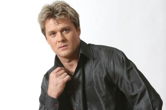 Певец Сергей Любавин