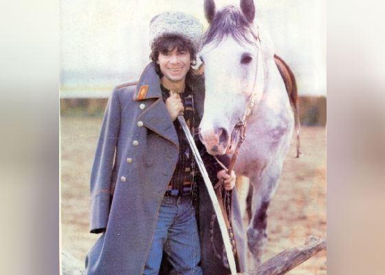 Первый альбом Олега Газманова, «Эскадрон», вышел в 1991 году