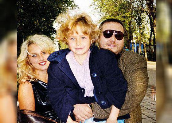 На фото: Аглая Шиловская с родителями