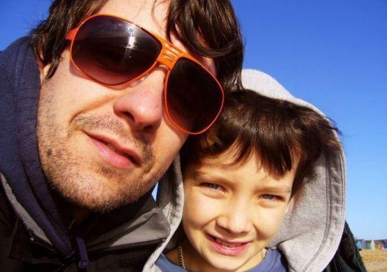 Маленький Эйса Баттерфилд с отцом