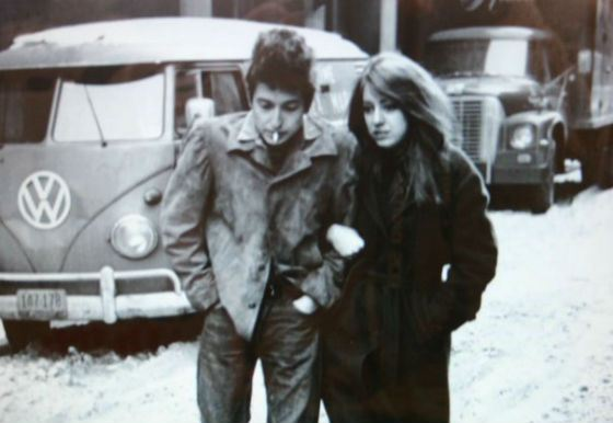 Боб Дилан и Сьюз Ротоло на обложке одного из альбомов музыканта
