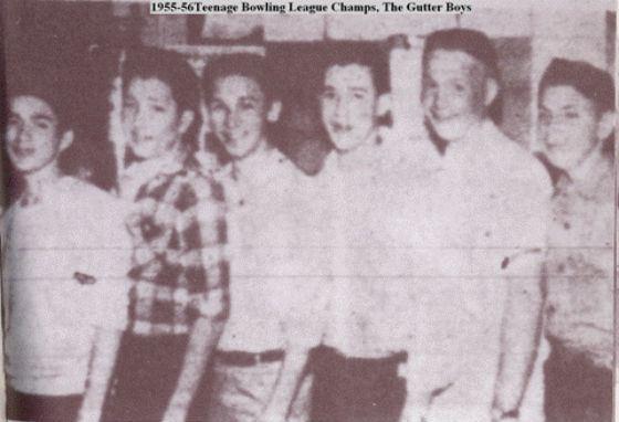 Маленький Боб Дилан (второй слева) и его друзья из Хиббинга