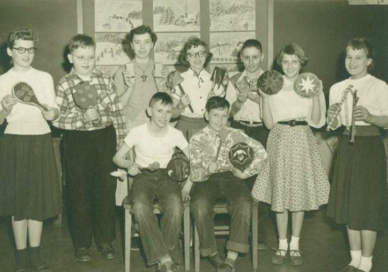 Боб Дилан в школьном музыкальном кружке (справа в нижнем ряду)