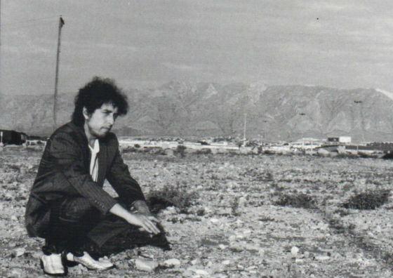 Альбом Дилана «Unger the Red Sky» провалился в продаже