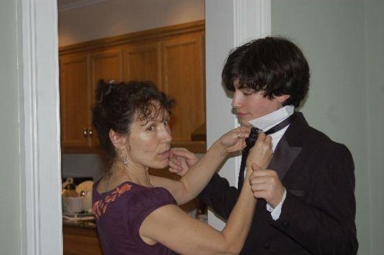 На фото: юный Эзра Миллер и его мама