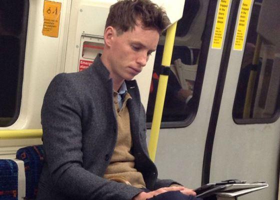 Эдди Редмэйн частенько спускается в метро