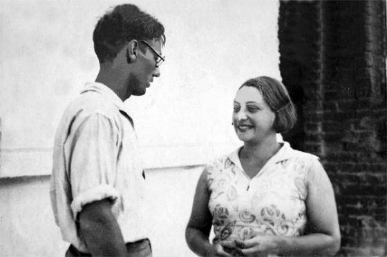 На фото: молодой Михаил Задорнов с мамой